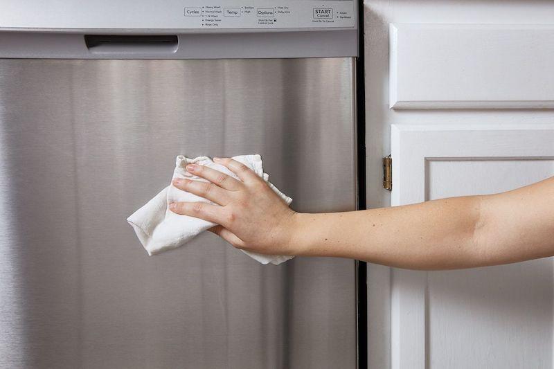 torchon moelleux pour nettoyer frigo à l extérieur idée frigo inox nettoyage