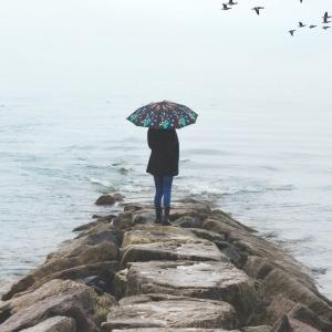 Le parapluie pour femme - l'accessoire indispensable pour parfaire son look de pluie