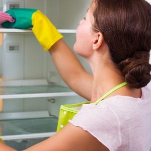 Comment nettoyer un frigo ? Astuces et idées pour faire un détergent naturel maison