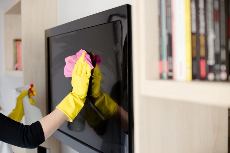 avec quoi nettoyer un ecran de televiseur technique produits
