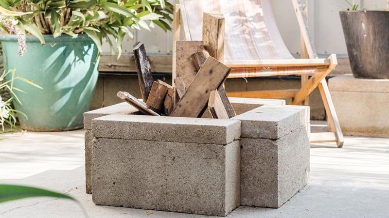 béton ciment construction matériaux amenagement terrasse avec brasero