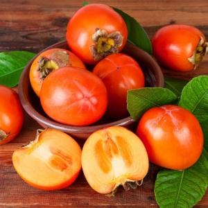 Conseils comment manger un kaki - un fruit, plein de bienfaits