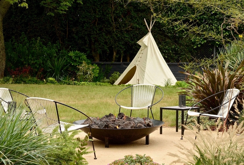 brasero barbecue fait maison décoration cour arrière chaise oeuf