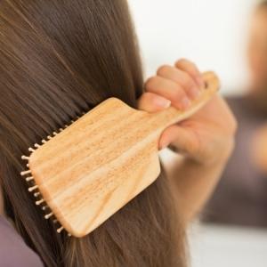 Comment nettoyer une brosse à cheveux pour soigner bien vos cheveux ?
