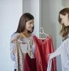 comment bien s habiller choisir le bon top coraille doré drapé en gris ou blanc