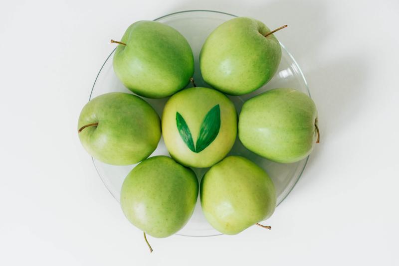 comment conserver les pommes pommes vertes dans une assiette en verre