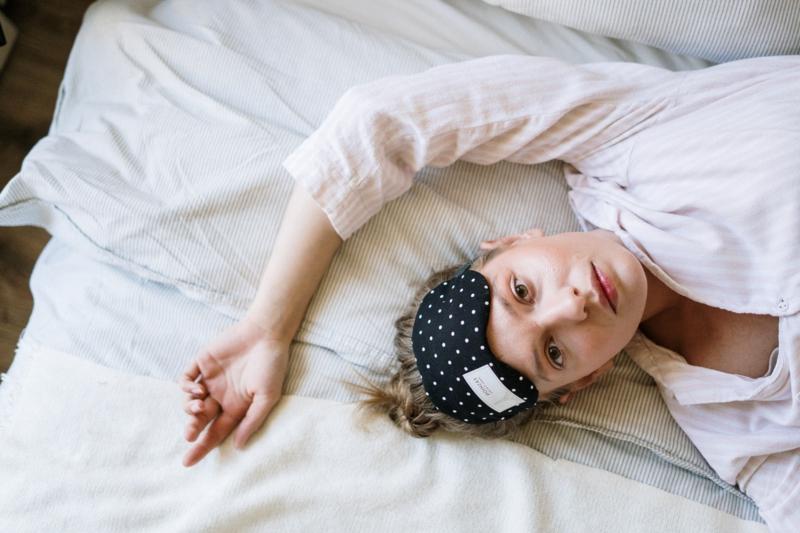 comment ne plus avoir de cernes une femme qui souffre d insomnie
