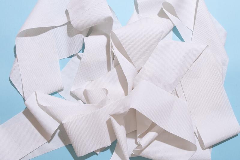comment nettoyer des baskets blanches methode papier toilette