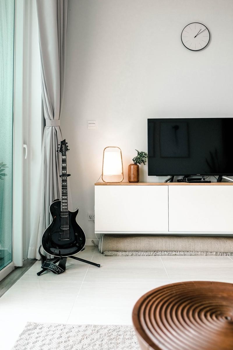 comment nettoyer un écran de télé table ronde meuble tv blanc et bois