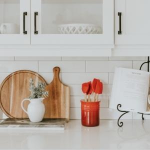 Comment équiper une cuisine moderne - matériels essentiels mais souvent oubliés