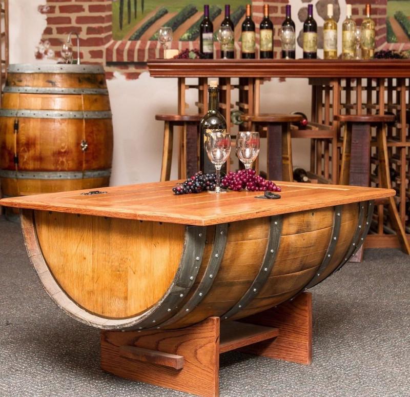 déco avec tonneau fabriquer une table unique en bois clair verres de vin