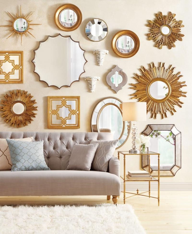 décoration autour d un miroir canapé boutonné rose pastel
