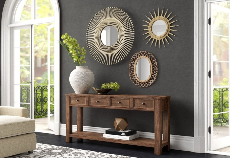 deco miroir salon peinture gris foncé meuble bois brut canapé
