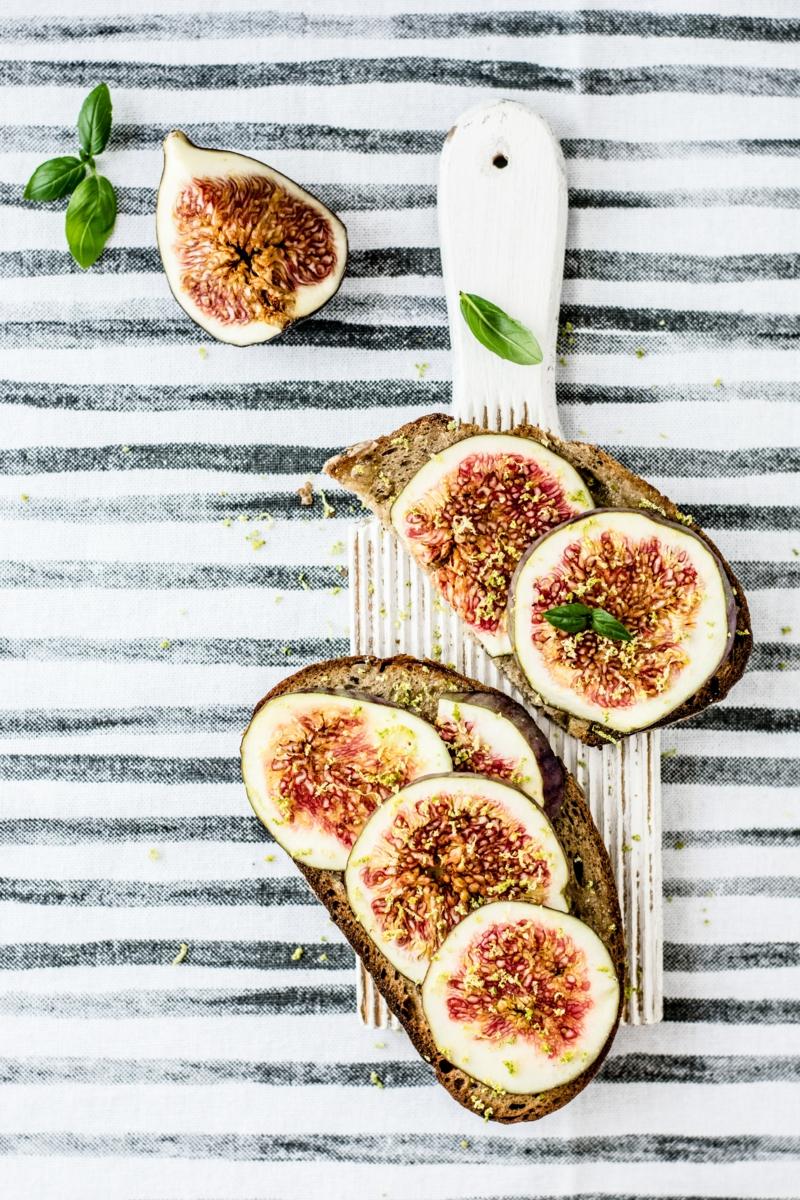 figues fraiches sandwich de figues et de fromage à la crème