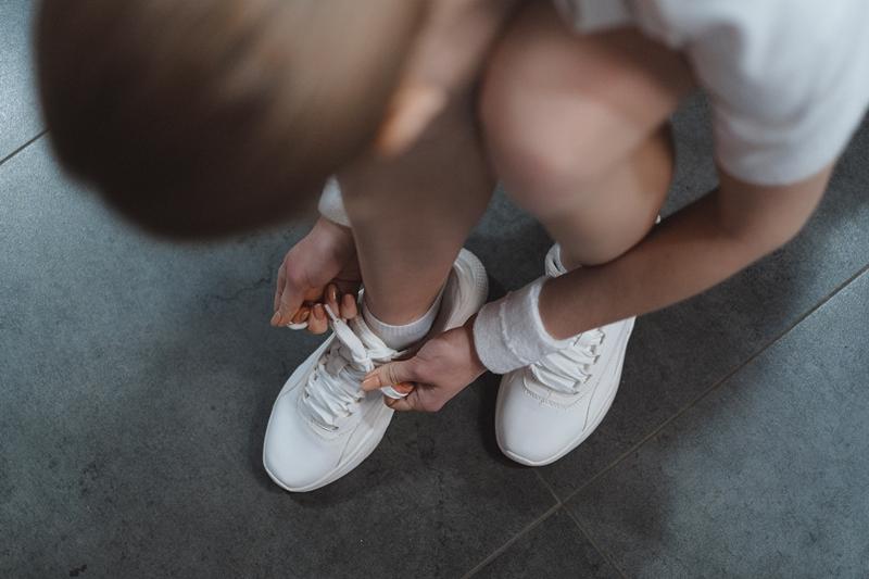 lacets propres laver basket machine chaussures blanches entretien