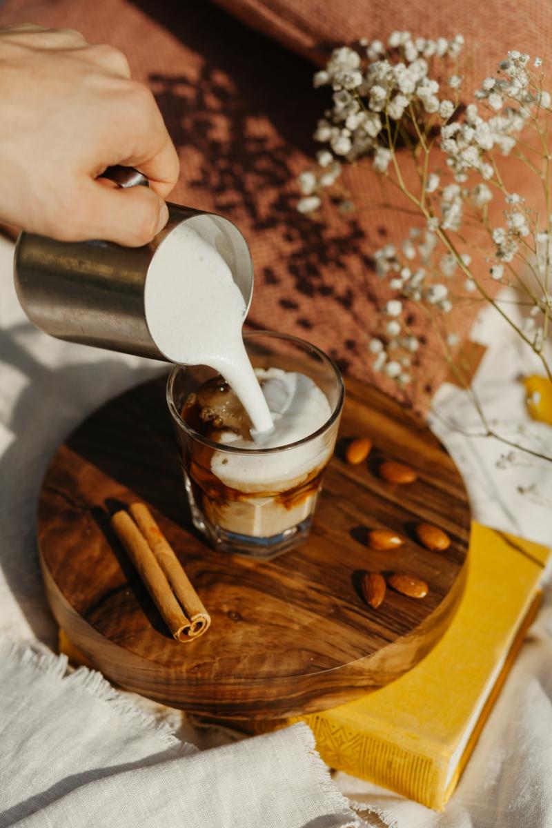 lait d amande bienfaits un café allongé du lait d amande