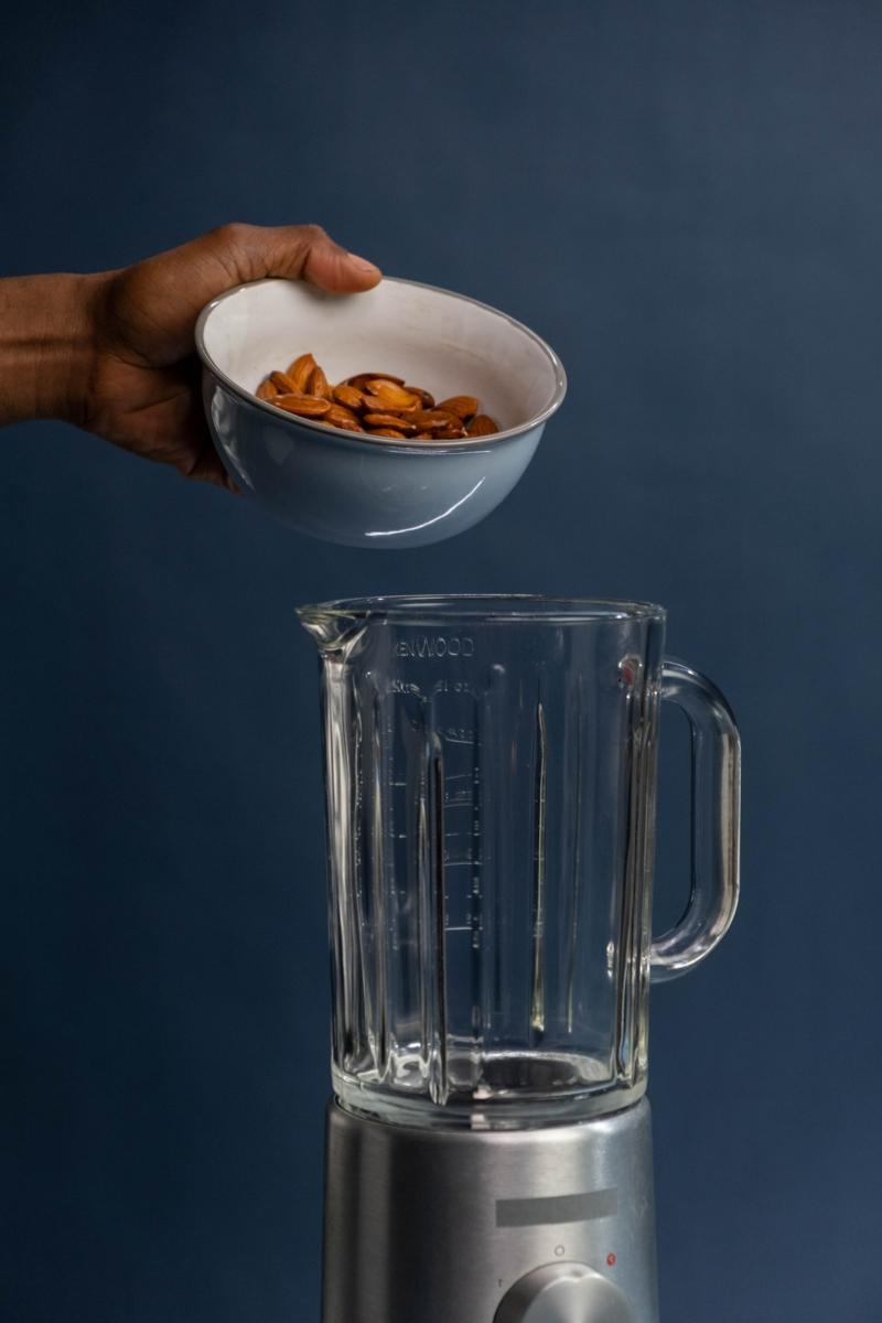 lait végétal préparer du lait d amande dans le blender