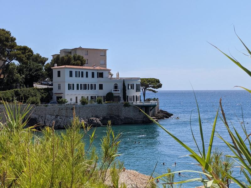 maison de vacances au bord de la mer dans la rivière française