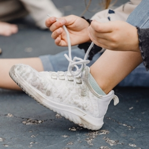 Nettoyer des chaussures blanches : 10 idées efficaces avec produits maison