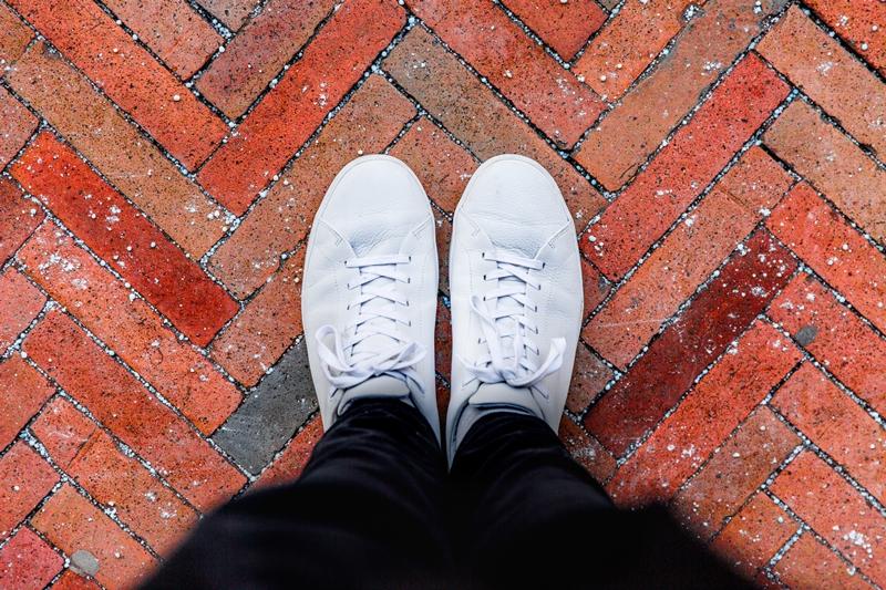 nettoyer lacets blancs technique chaussures tissu entretien
