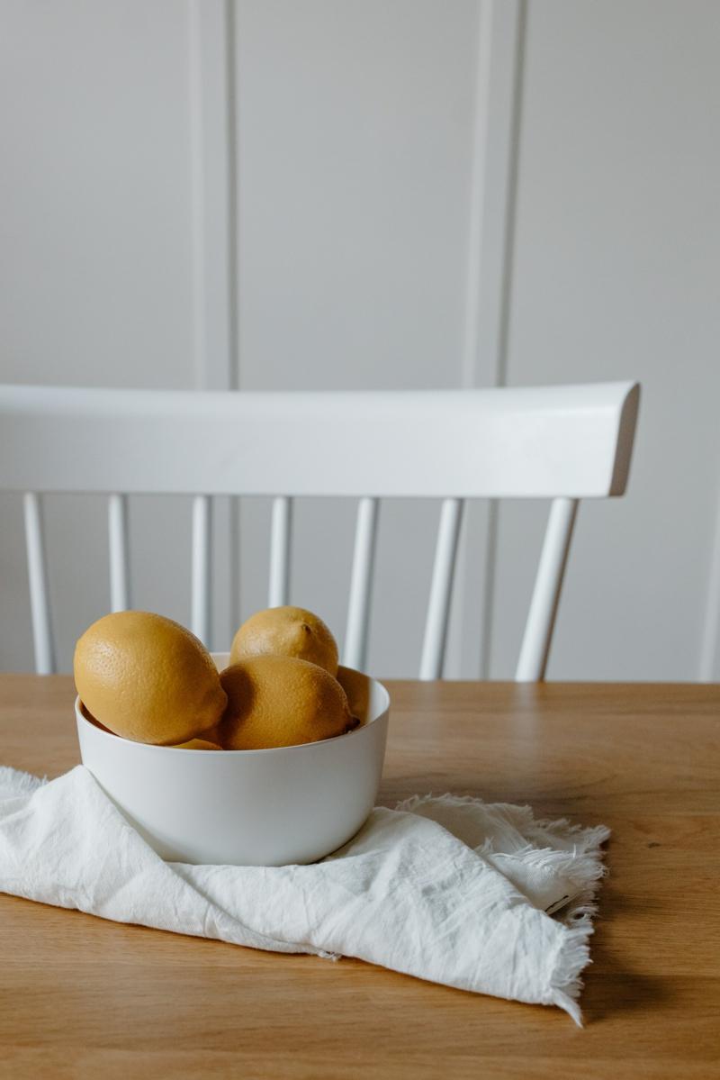 nettoyer micro onde citron quelques citrons dans un bol