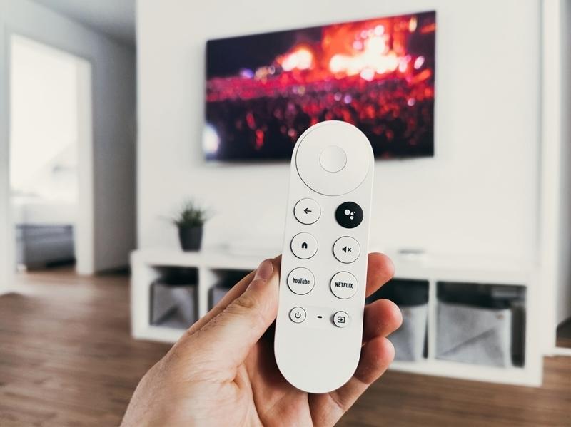 nettoyer un écran tv télécommande parquet bois meuble tv suspendu
