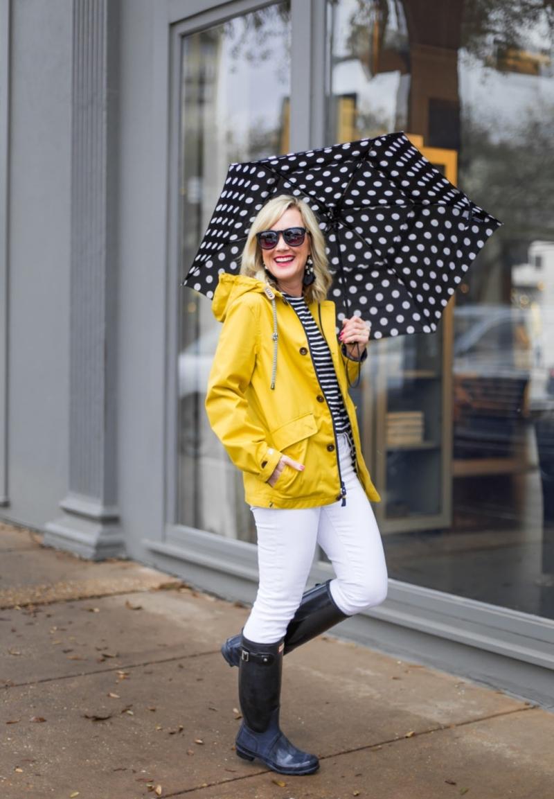 pantalon blanc blouse rayure blanc et noir ciré jaune femme