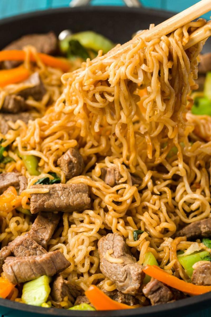 pate ramen au boeuf et légumes nouille sautée repas asiatique