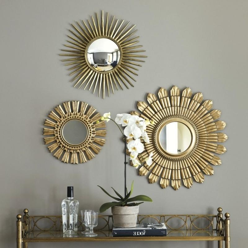 peinture grise salon miroir au dessus buffet meuble doré