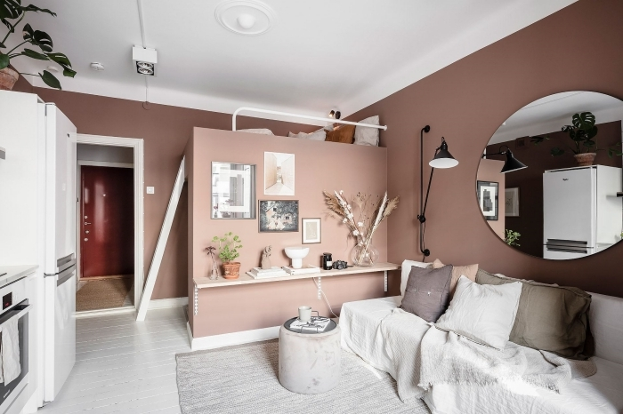 peinture rose poudré deco mezzanine lit canapé coussins décoratifs