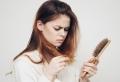 Тraitement naturel anti-chute pour cheveux de femme – remèdes grand-mère