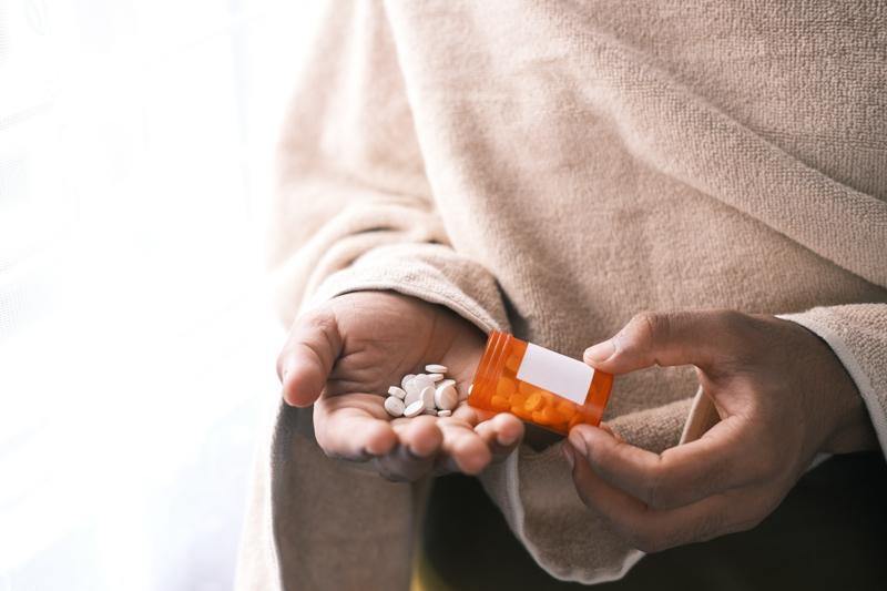 perte de cheveux cause un homme qui prend des pilules