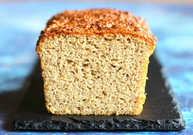 petit dejeuner cetogene pain tranché composé d oeuf farine de coco sel et levure chimique