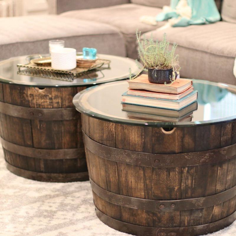petit tonneau en bois créer deux tables d appoints identiques pour le salon de style industriel