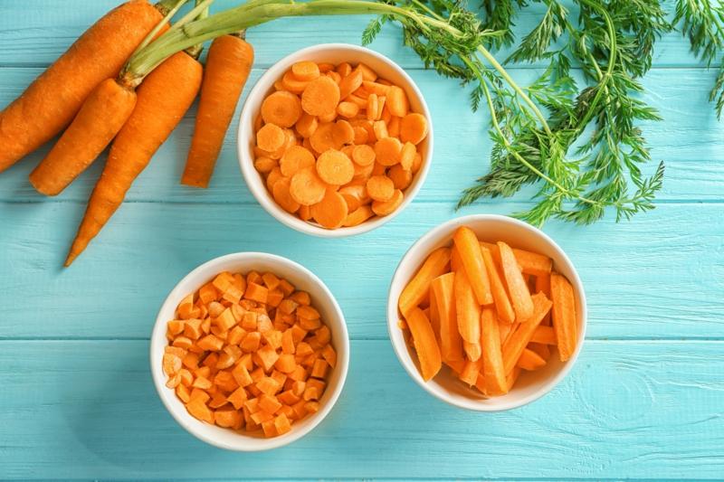 peut on congeler des carottes crues trois bol remplis de tranches de carottes