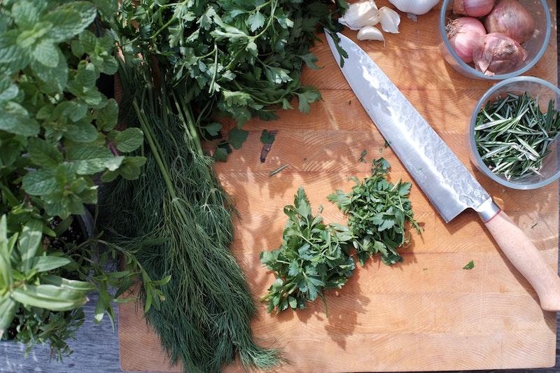 plantes aromatiques pour assaisonner relever ses plats exemple jardin aromatique original