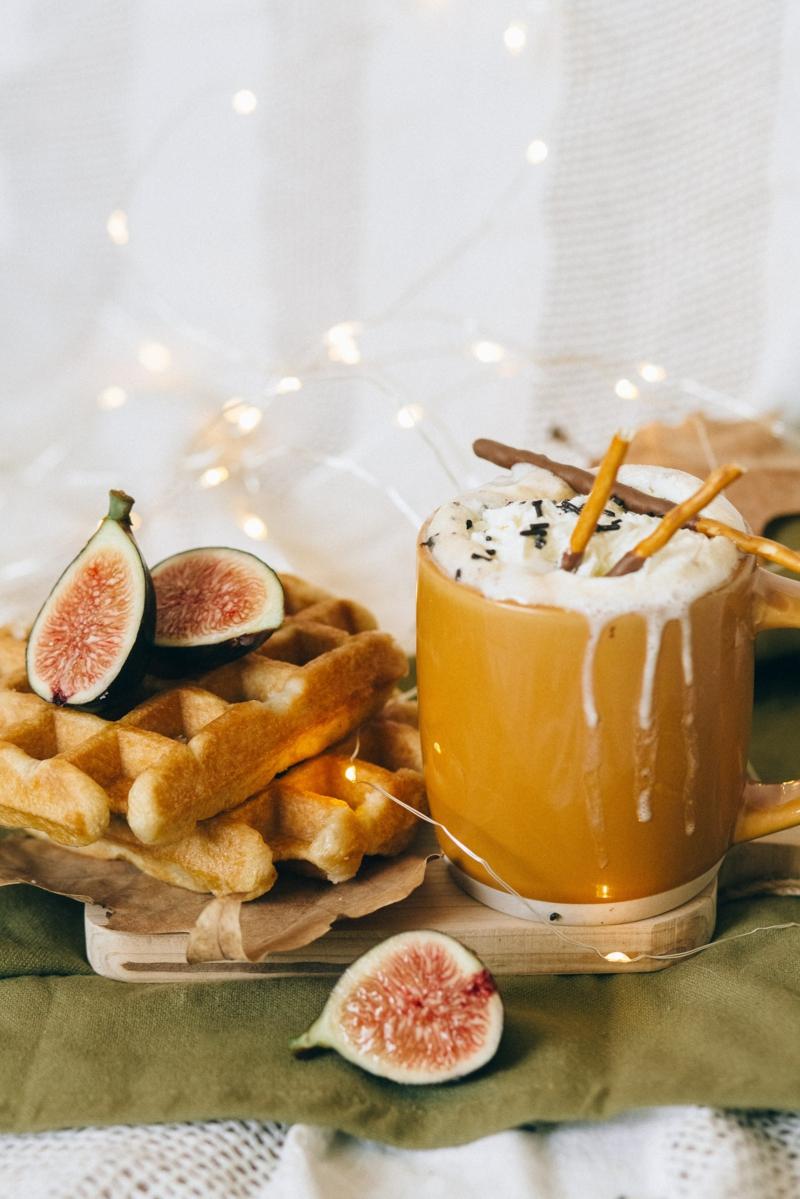 recette figues séchées petit déjeuner aux figues et boisson chaude