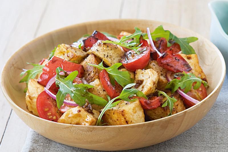 recette salade de pomme de terre a la roquette et tomates avec vinaigrette
