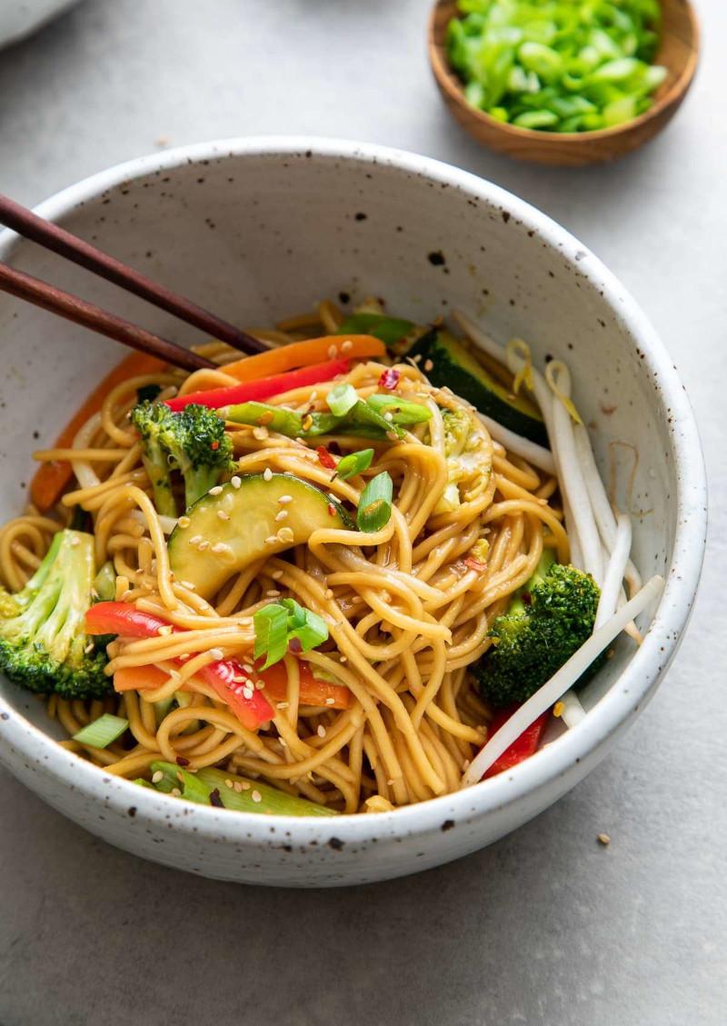 recette soupe chinoise nouille avec avocat sésame brocolis poivrons