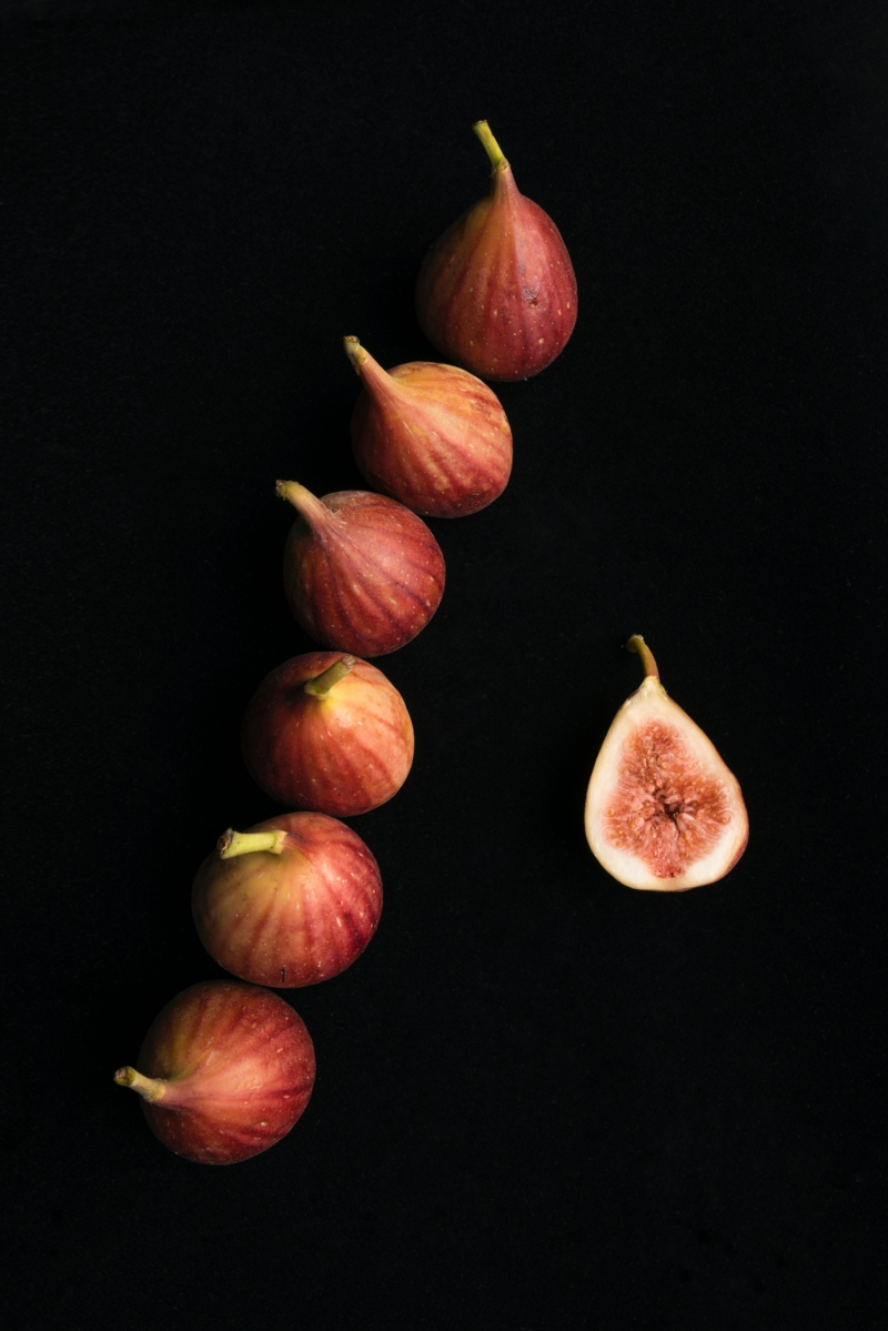 saison figue une ligne des figues rouges ou grises
