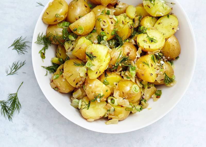 salade de pomme de terre froide a l aneth et oignon nouveau