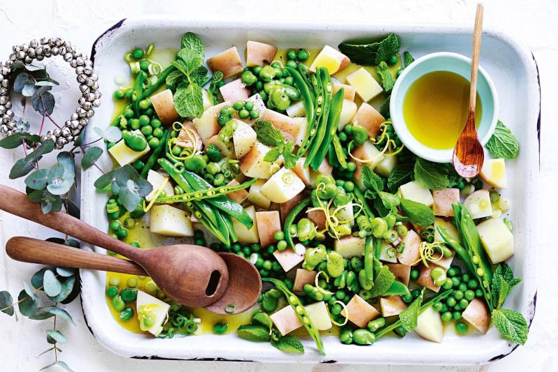 salade de pomme de terre froide vinaigrette avec haricots verts et pois