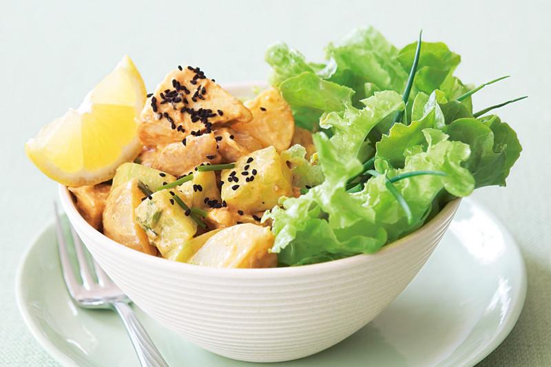 salade pomme de terre et salade fraiche au sésame citron et oignon nouveau