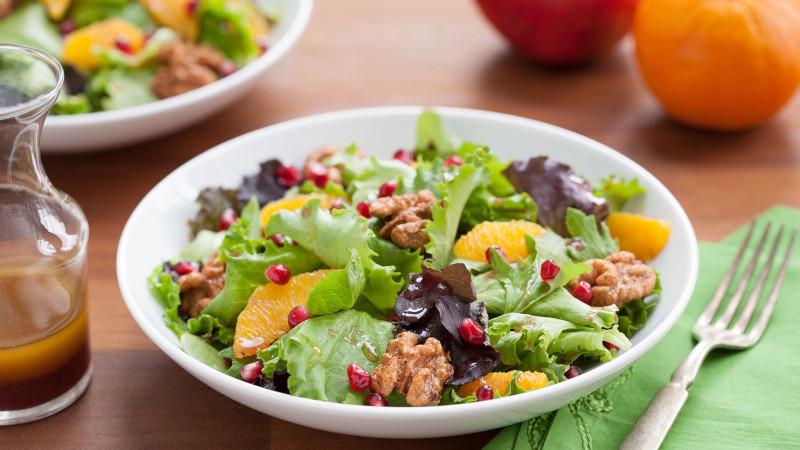 salade pour maigrir du ventre legumes feuilles orange noix de pecan graines de grenade