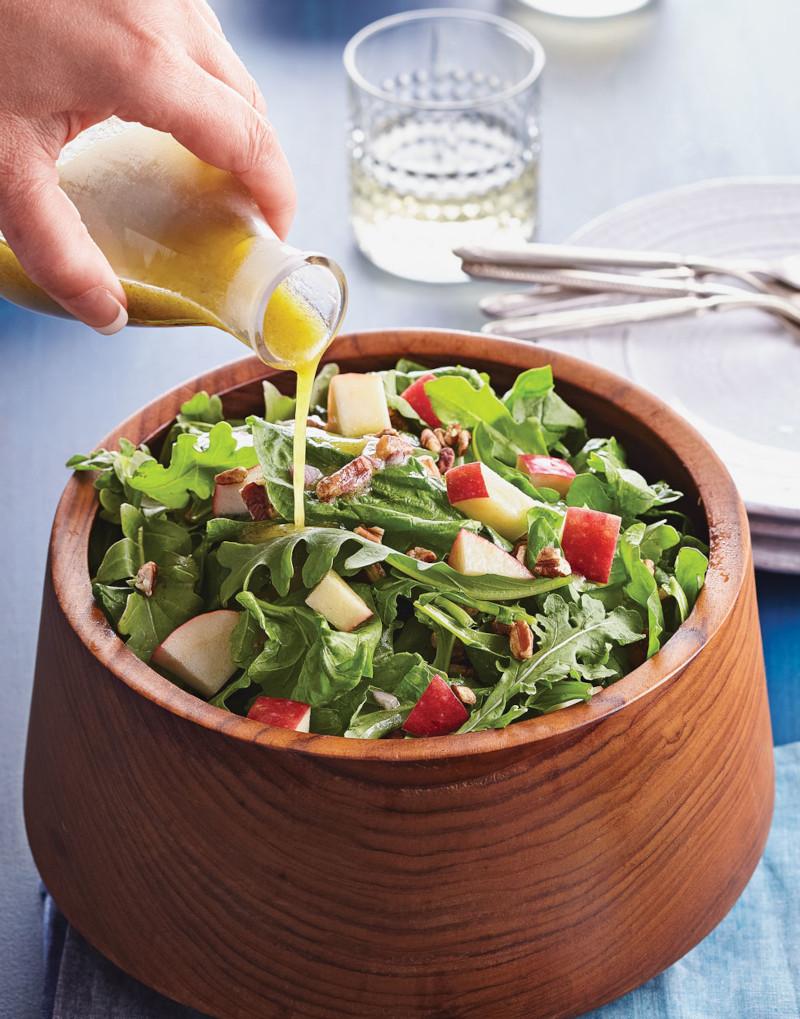 salade pour maigrir rapidement aux épinards pommes rouges roquette vinaigrette a la moutarde