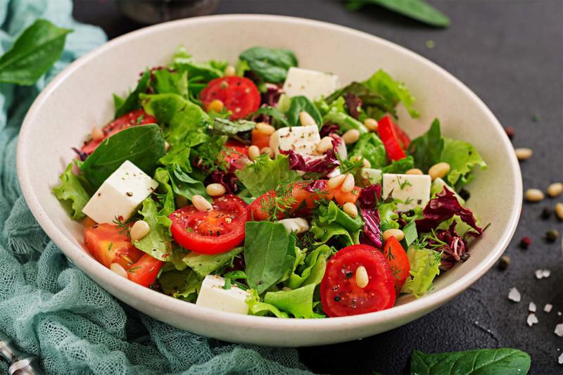 salades composées originales entrées froides legumes feuilles tomates feta herbes