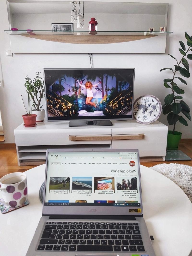 salon petit meubles blancs comment nettoyer un écran de télé