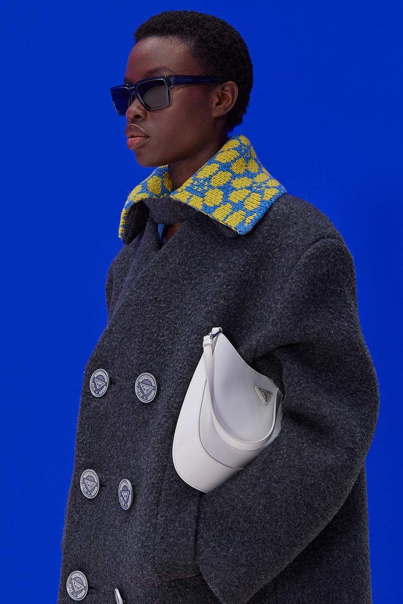 tenue élégante femme un petit sac hobo très moderne