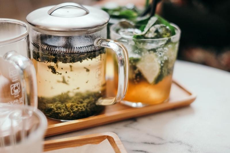 tisane menthe eau aromatisée plateau soins cuite