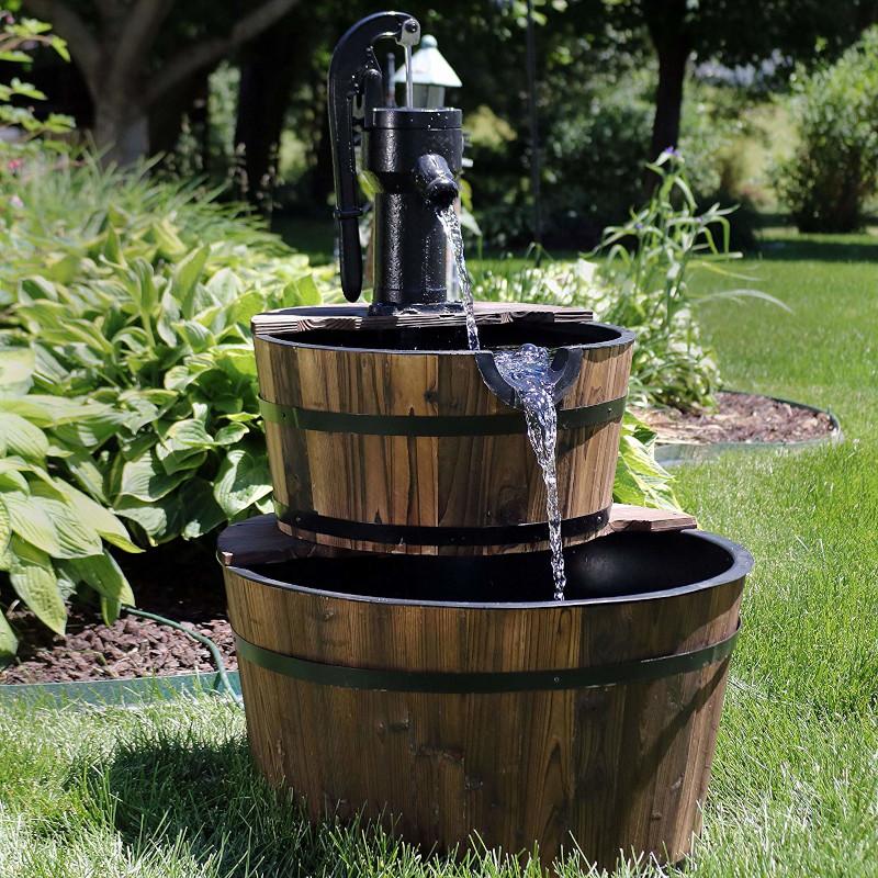 tonneau en bois creer un evier fontain avec deux petits tonneaux dans le jardin